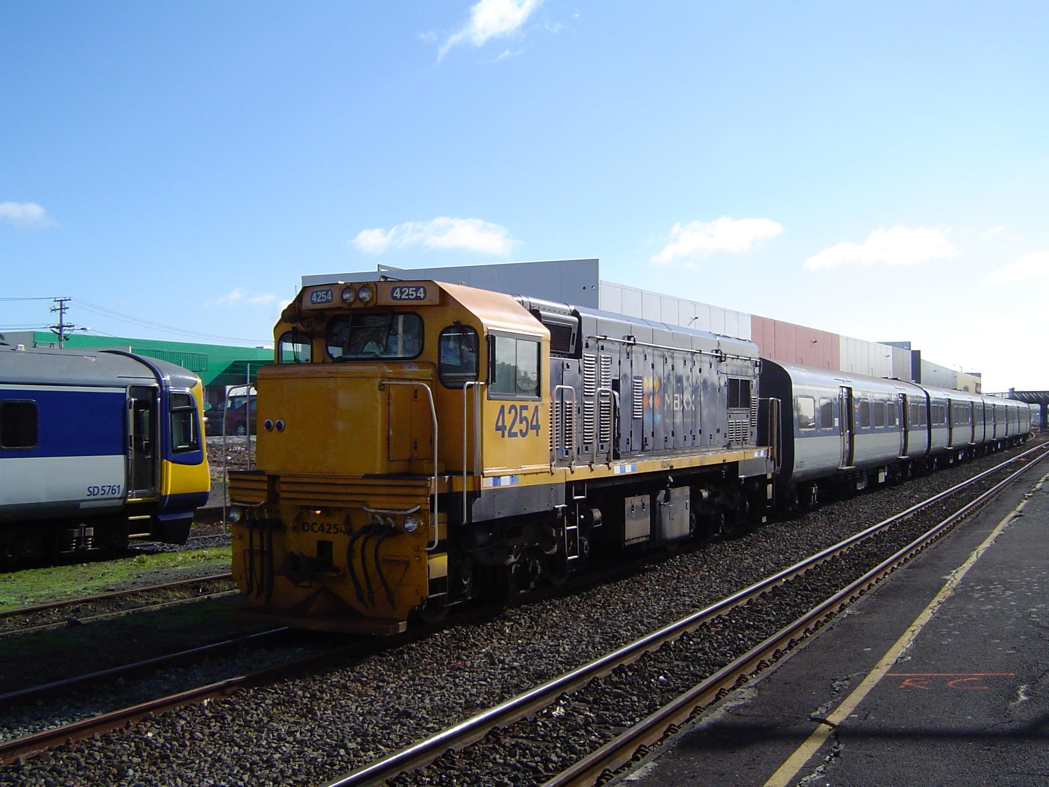 El juego de las imagenes-http://www.trainspotted.com/content/ARTA/42/ARTA-4254-LD-LF-20050630-636.jpg