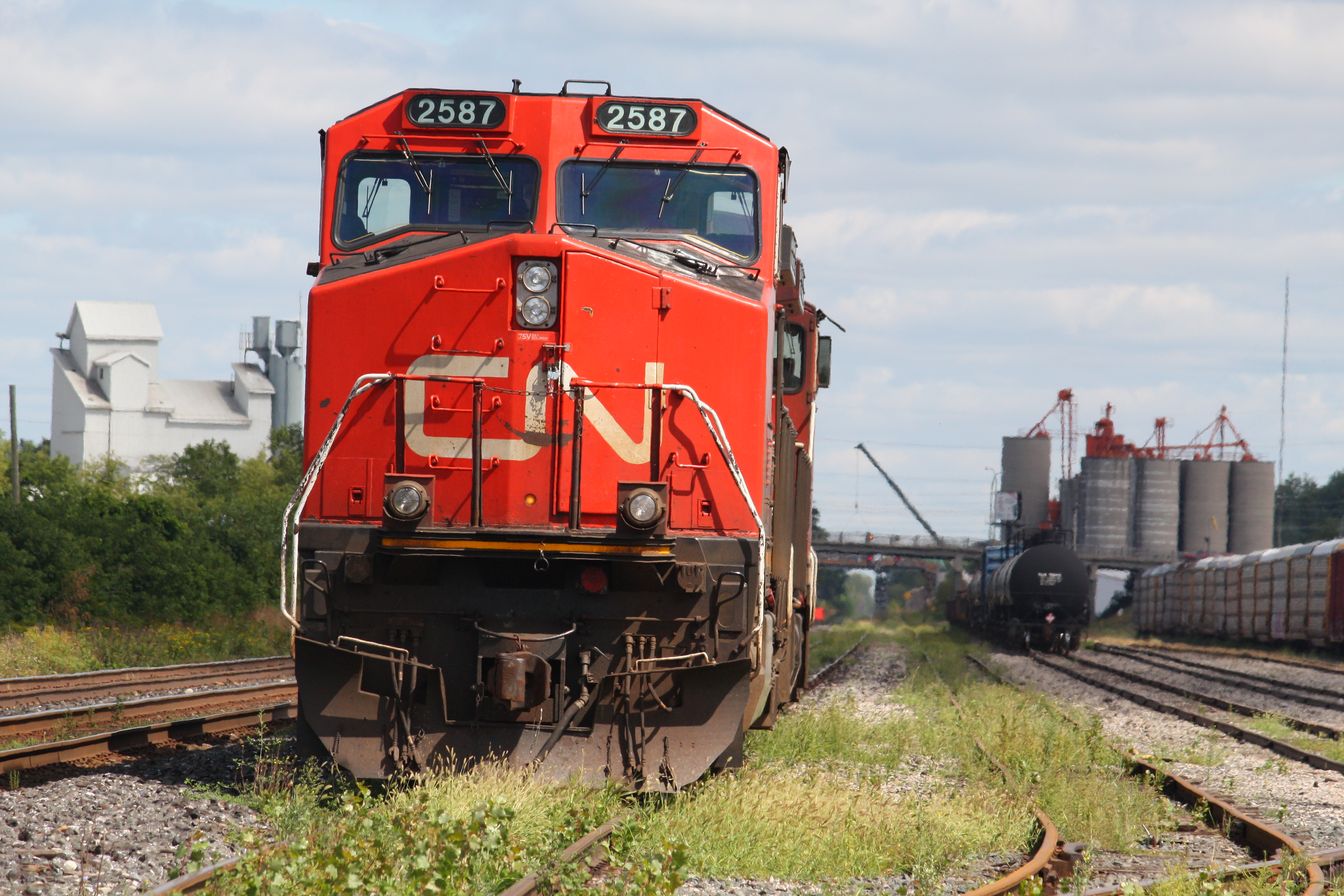 Canadian National Railway (CN) #2587. Diesel Locomotive GE Dash 9-44CW(L),  26 Aug 2010